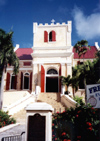 US Virgin Islands - Saint Thomas: Charlotte Amalie - Frederick Lutheran Church - Norre Gade (photo by M.Torres)