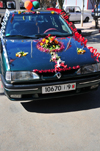 Laâyoune / El Aaiun, Saguia el-Hamra, Western Sahara: car with wedding decoration - Renault 19 - Blvd de Mekka - photo by M.Torres
