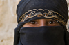 Hababah, Sana'a governorate, Yemen: close-up of girl in Hijab - abaya - photo by J.Pemberton
