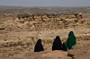 Wadi Dhahr, Al-Mahwit Governorate, Yemen: women in hijab looking out over the Wadi - abayas - photo by J.Pemberton
