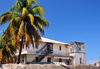 Stone Town, Zanzibar, Tanzania: coconut trees and old mansion - Shangani - photo by M.Torres