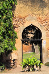 Stone Town, Zanzibar, Tanzania: Old fort - ogival arch - Arab fort - Ngome Kongwe - photo by M.Torres